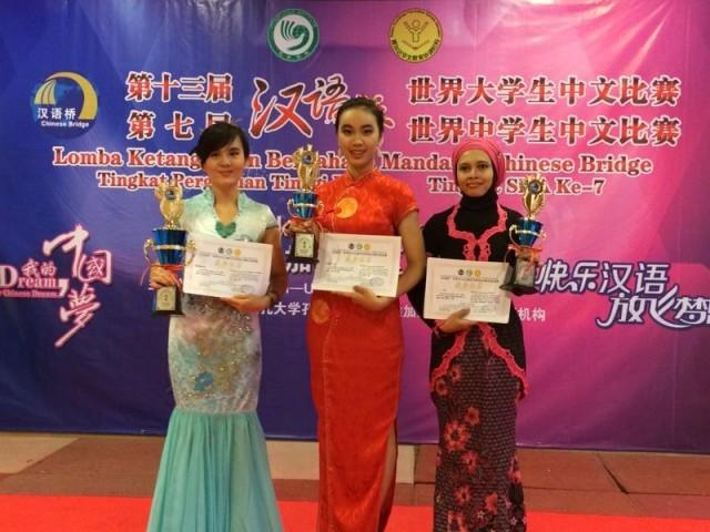 从左到右:Gavrila Setiawan 林佩佩 获冠军、Kristine 洪星思 获季军、Melina 梅莉娜 获最佳口才表演