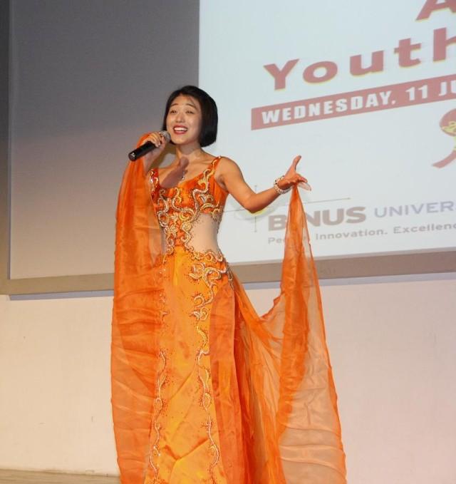 中国代表团女独唱表演