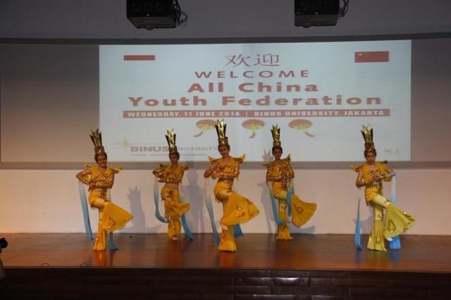 我校中文系蝶梦舞蹈团的表演