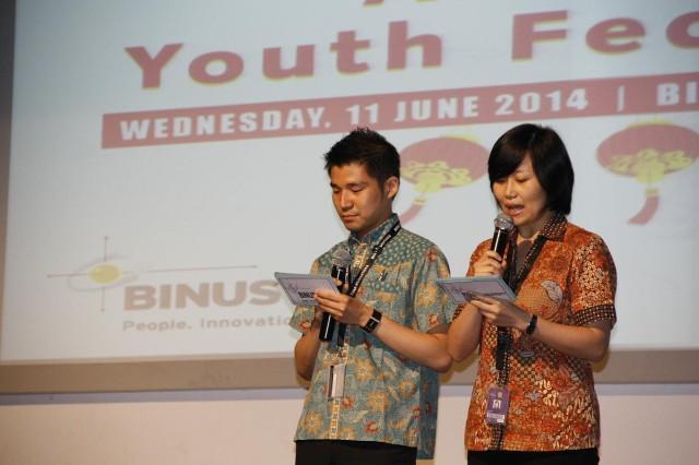 两位主持人是我校中文系的老师(林建杰老师与付若玫老师)
