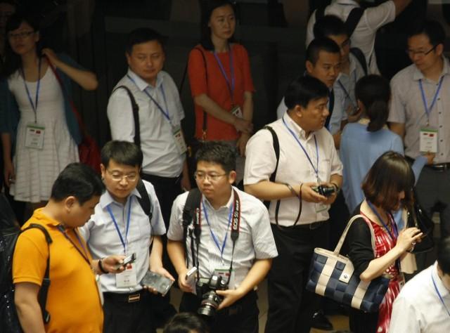 中国代表团参观我校的电脑展览