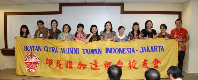 我校系主任与印尼雅加达留台校友会合影