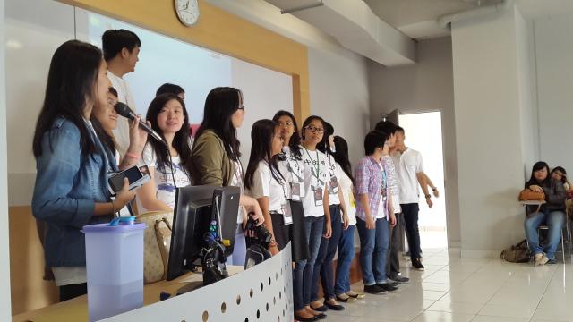 学生会成员正在做简单的自我介绍