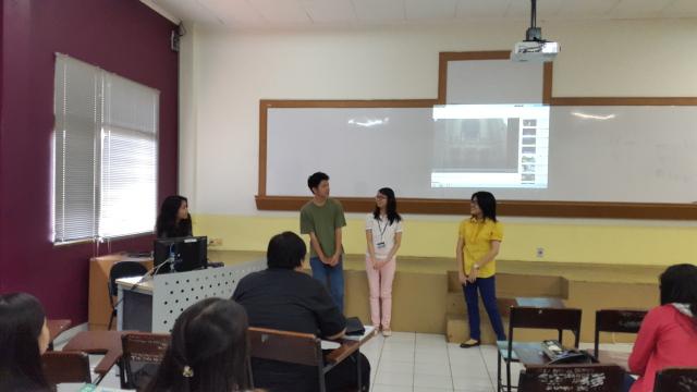 第二组:Henny, Arief, Stefani Utami 和 Irena 唱 《爱情的故事》