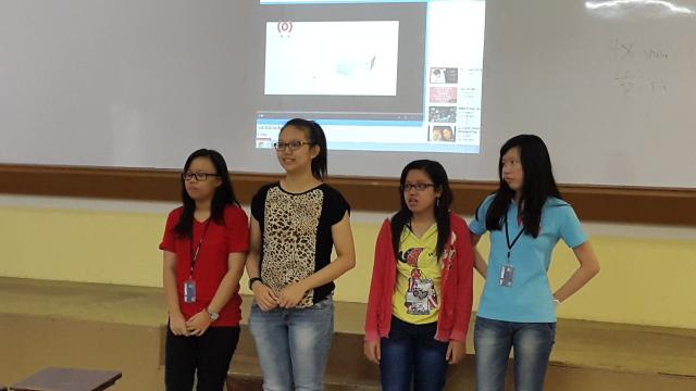 第三组:Felicia, Elisha, Suyanti 和 Karina 唱 《当你孤单你会想起谁》