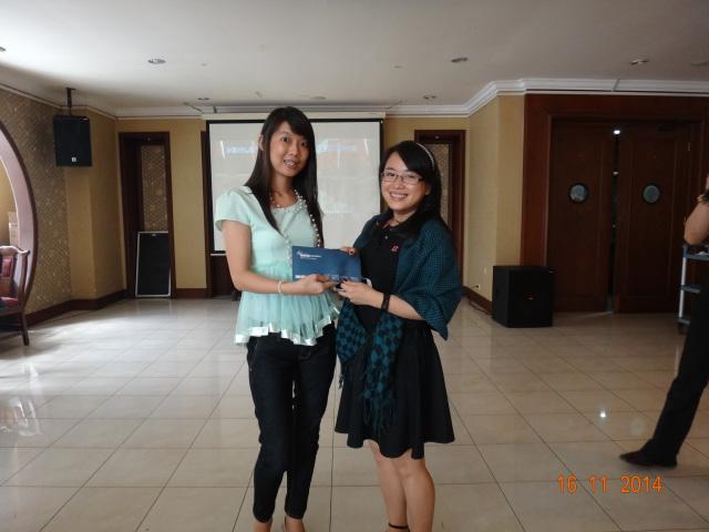 Kelly mendapatkan hadiah Grand Prize berupa voucher menginap dari Juliet (Meixian Tour & Travel)