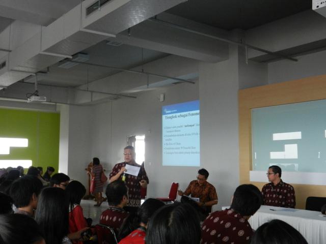 我校中文系教授,Prof. A. Dahana演讲的主题是《从中国学习 / Learn From China》