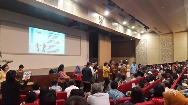 建国大学领导与讲师们一起跳POCO POCO