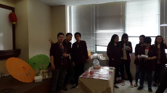 建国大学中文系学生会也派学生来帮忙