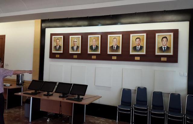 该基金会的第一任主席到现在第六任主席(左右序)