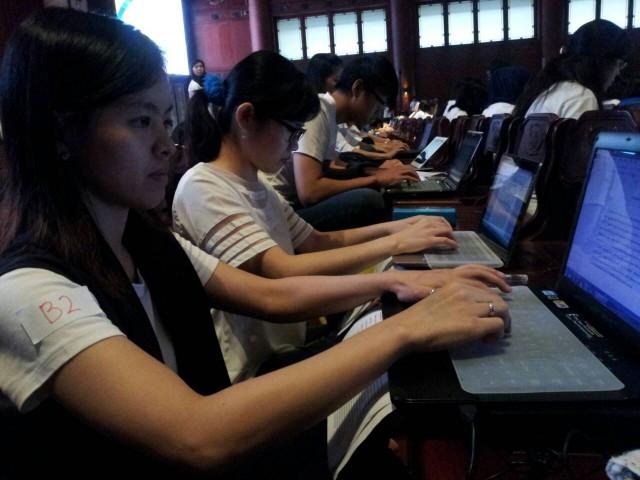吴老师参加为盲人打字的慈善活动