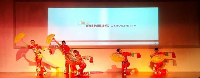 Tarian Kai Men Hong (Butterfly Dream Dance Group, BINUS UNIVERSITY)