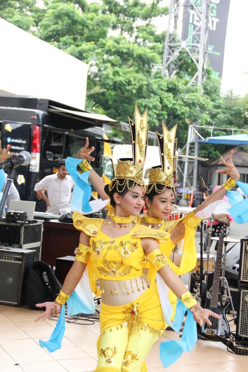 Butterfly Dream Dance Group Sastra China BINUS-3
