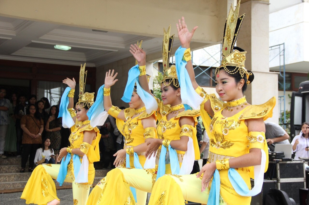 Butterfly Dream Dance Group Sastra China BINUS-5