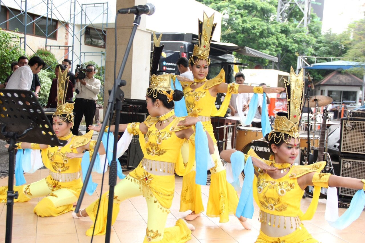 Butterfly Dream Dance Group Sastra China BINUS-6