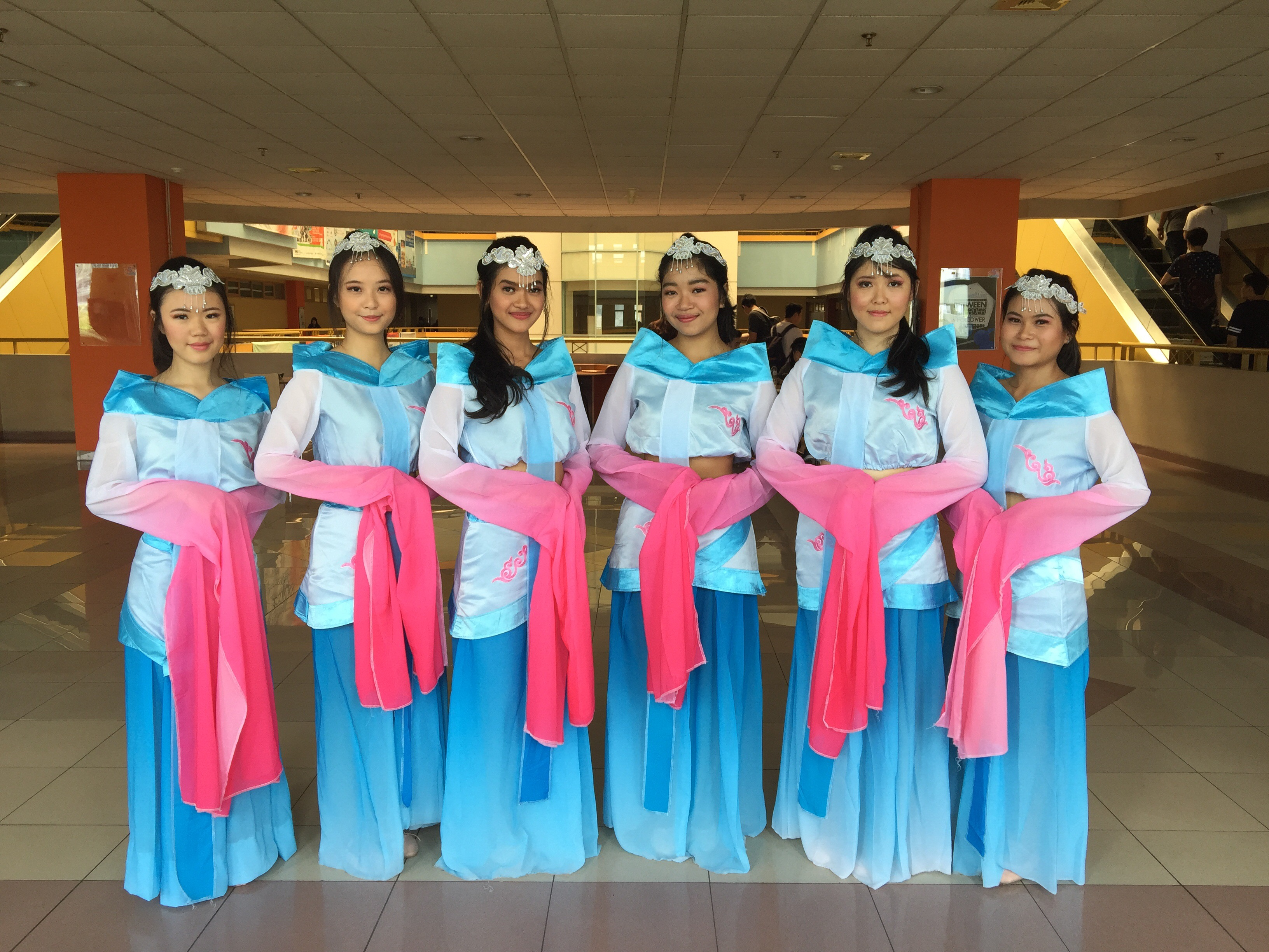 Butterfly Dream Dance Group At Global Festival For Learning 17 Event Long Dress Zefanya Novianti Sansan Lestari And Mika As The Member Of Bddg We Were Performing Caiwei A Traditional Chinese That Tells About Some