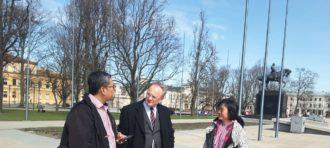 Kunjungan prof Li serta rombongan dari Guangxi Xiangsi Hu College ke TMII, Jakarta