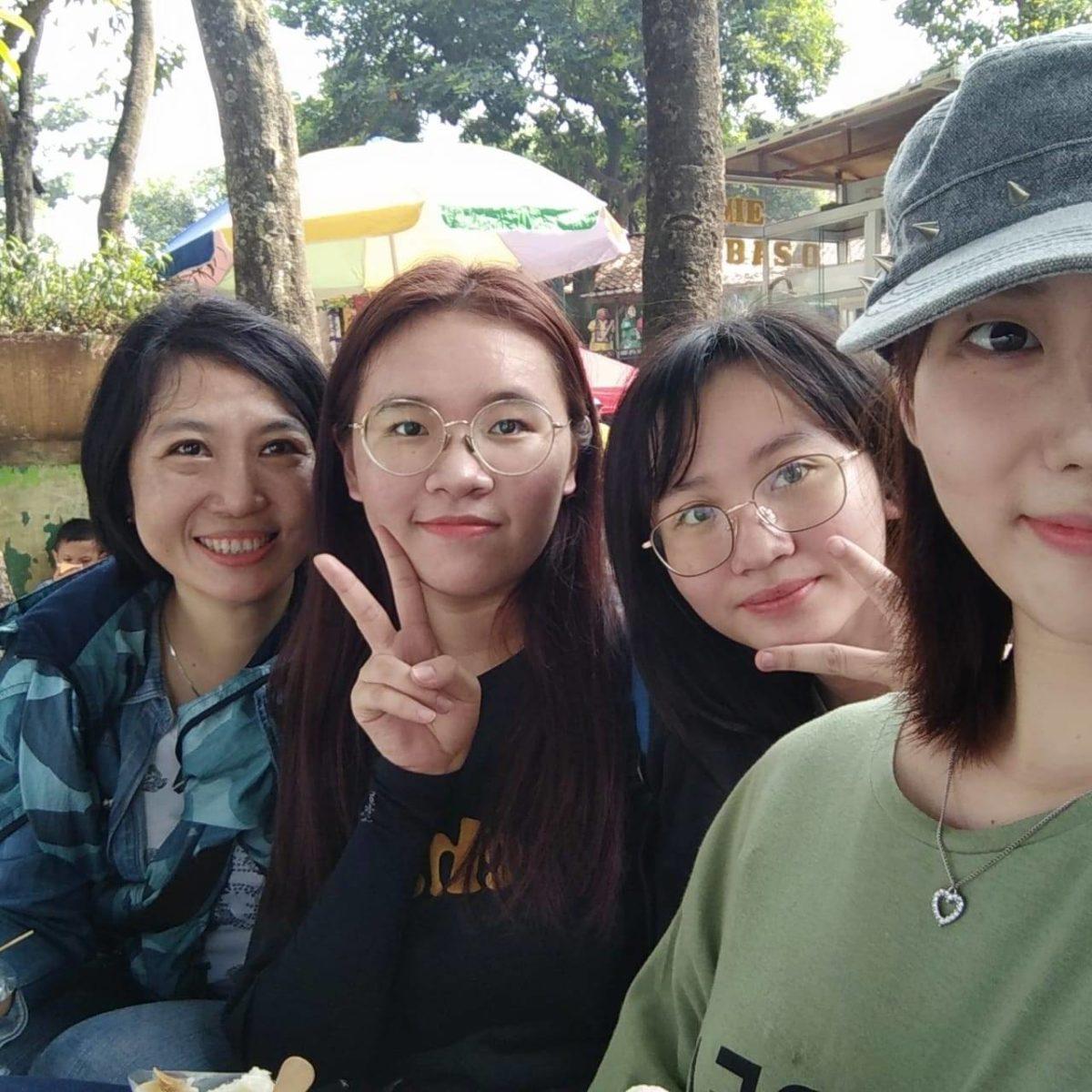 Yi Ying Laoshi & beberapa murid asal Guangxi