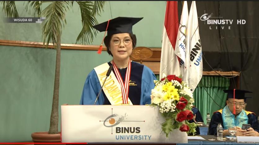 Selamat kepada Binusian Theresia Siswanto mendapatkan predikat Summa Cumlaude Terbaik